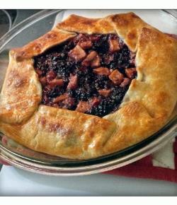Rustic #Blackberry, #apple & #pear pie. #HolidayBaking #Pie #PieLover #EasyBaking #SimpleRecipe