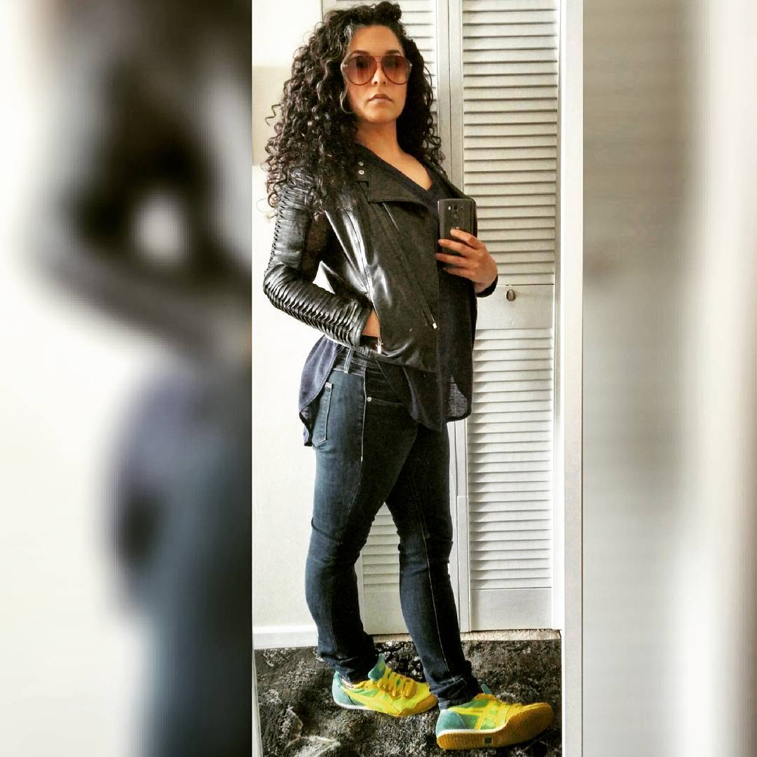 Big curls, yellow kicks: this is how I  Wednesday.
