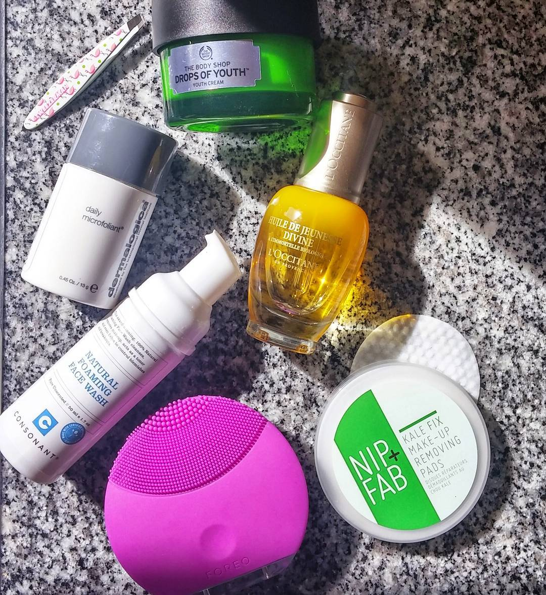 Travel skincare essentials that have made this trip #beautiful: @tweezermanca mini flamingo print tweezers; @thebodyshop Drops Of Youth cream; @dermalogicacdn Daily Microfoliant; @loccitane_ca Fleur Immortelle Divine Youth Oil; @consonantlife Natural Foaminf Face Wash; @foreo Face Brush; @nipandfab Kale Fix Makeup Removing Pads #LifeBlood
