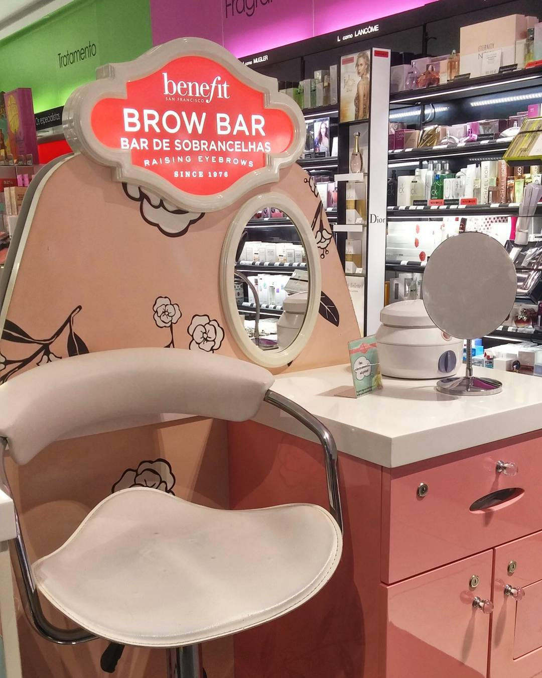 Everywhere I go, I see #brows, #Brows, #BROWS! Quick reminder that throughout the month of May, book a brow service with @benefitcanada and *every dollar* dollarfrom their #browwax services goes to charities that empower women and girls - check http://www.boldisbeautiful.com/ca/ for more details  #BoldIsBeautiful