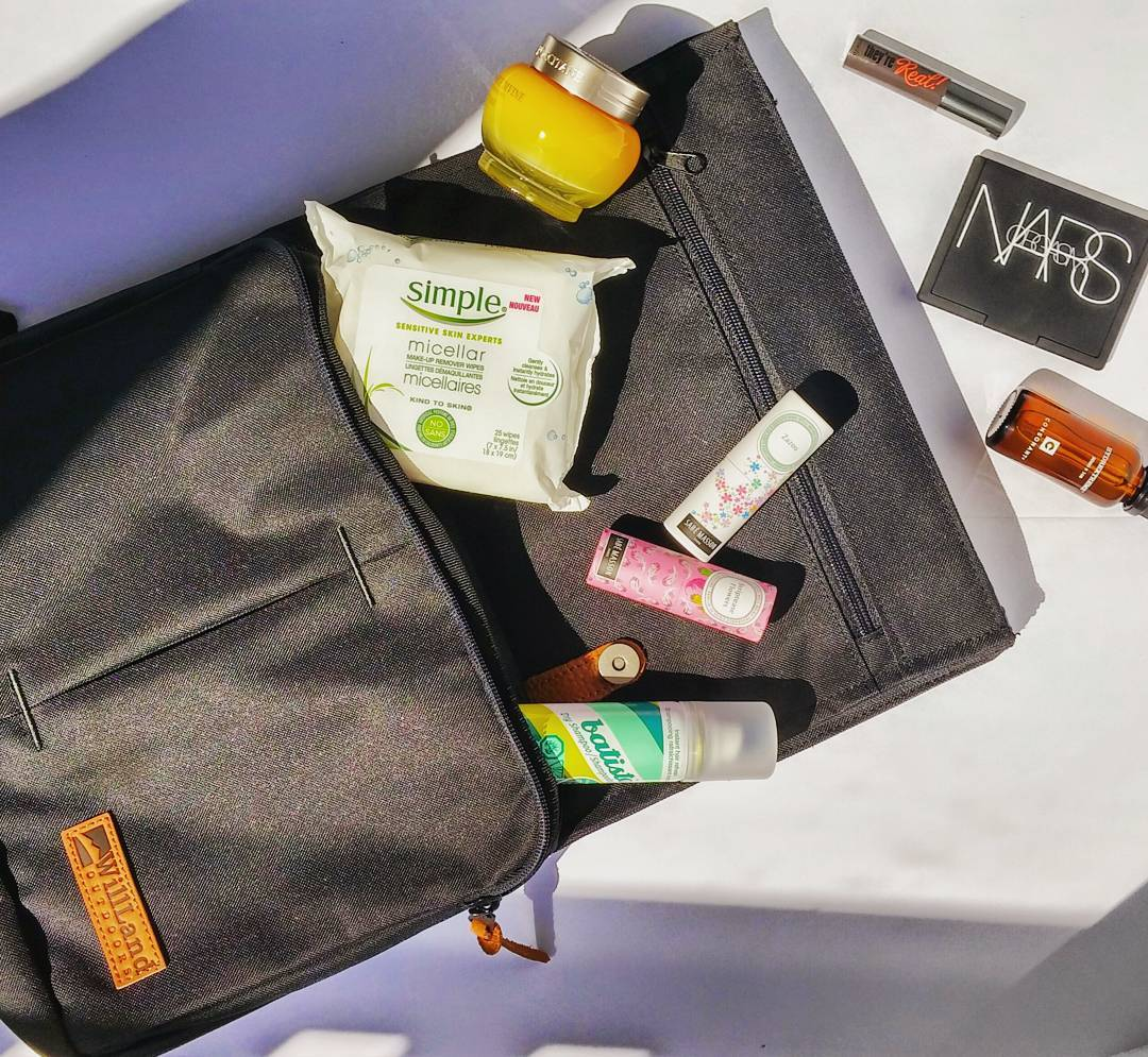 Pack smart for your next flight & follow this #beauty routine from my @morningshowto segment to arrive at your destination refreshed & revived: 1) use the right carry-on! Backpacks are the only way to go! 2) remove your make up with a cleansing wipe 3) apply a hydrating face mask 4) put your hair up into a loose top knot/bun and halfway through your flight, spray hairline and roots with a dry shampoo 5) spray a facial mist or apply a hydraring serum a few hours before you land 6) 1 hr before you land, do a 5 min. face using mascara, blush and a lip gloss 7) unstead of a spray, use a solid perfume to freshen your scent  Catch the segment here 👇👇👇 http://globalnews.ca/video/2718416/arrive-revived