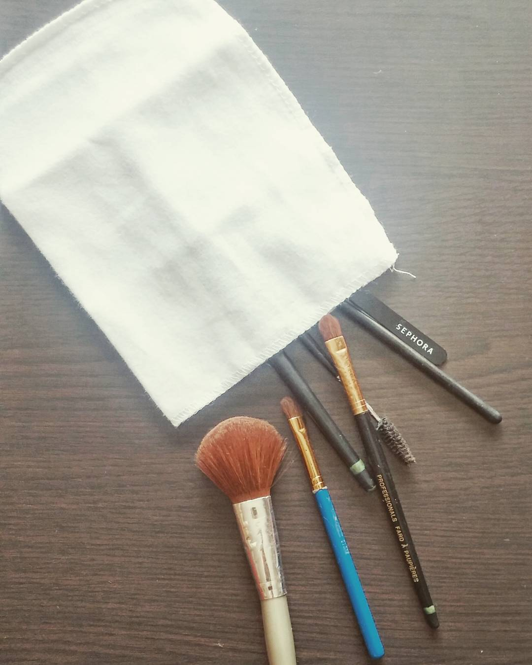 #TravelBeauty tip: a complimentary shoeshine pouch turns into an ideal dirty makeup brush bag!