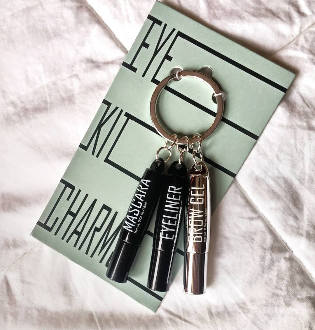 A key chain that holds the most necessary of accessories. Yes @hm. Just yes.