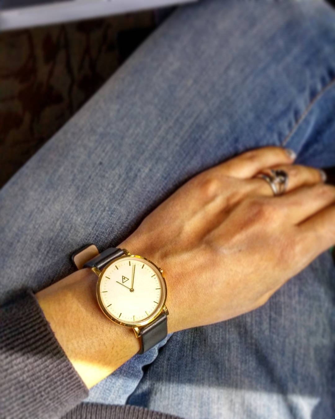 Timeless focus ⌚  In ❤ with my @mediumwatches timepiece. I rarely wear a watch but this sleek design makes me think it's going to become one of my style staples