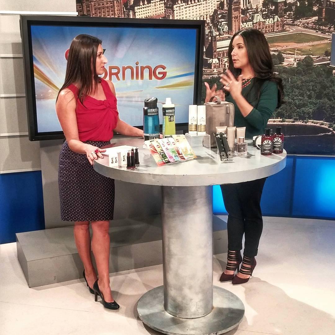 Hand talker extraordinaire on @ctvottawamorninglive dishing out all the Fall beauty trends (incl. you men out there)! From natural textured hair to great skincare to grooming essentials, the lovely Lianne and I discussed it all, in exactly 5 min!  Btw, #Ottawa, I ❤ you.