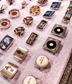 Spotted @gentlemensexpo: @cuffwear cuff links designs from casual to cool, tradtional to trendy, they even have a collection of whimsical options for every man on your 🎁 list this season!
