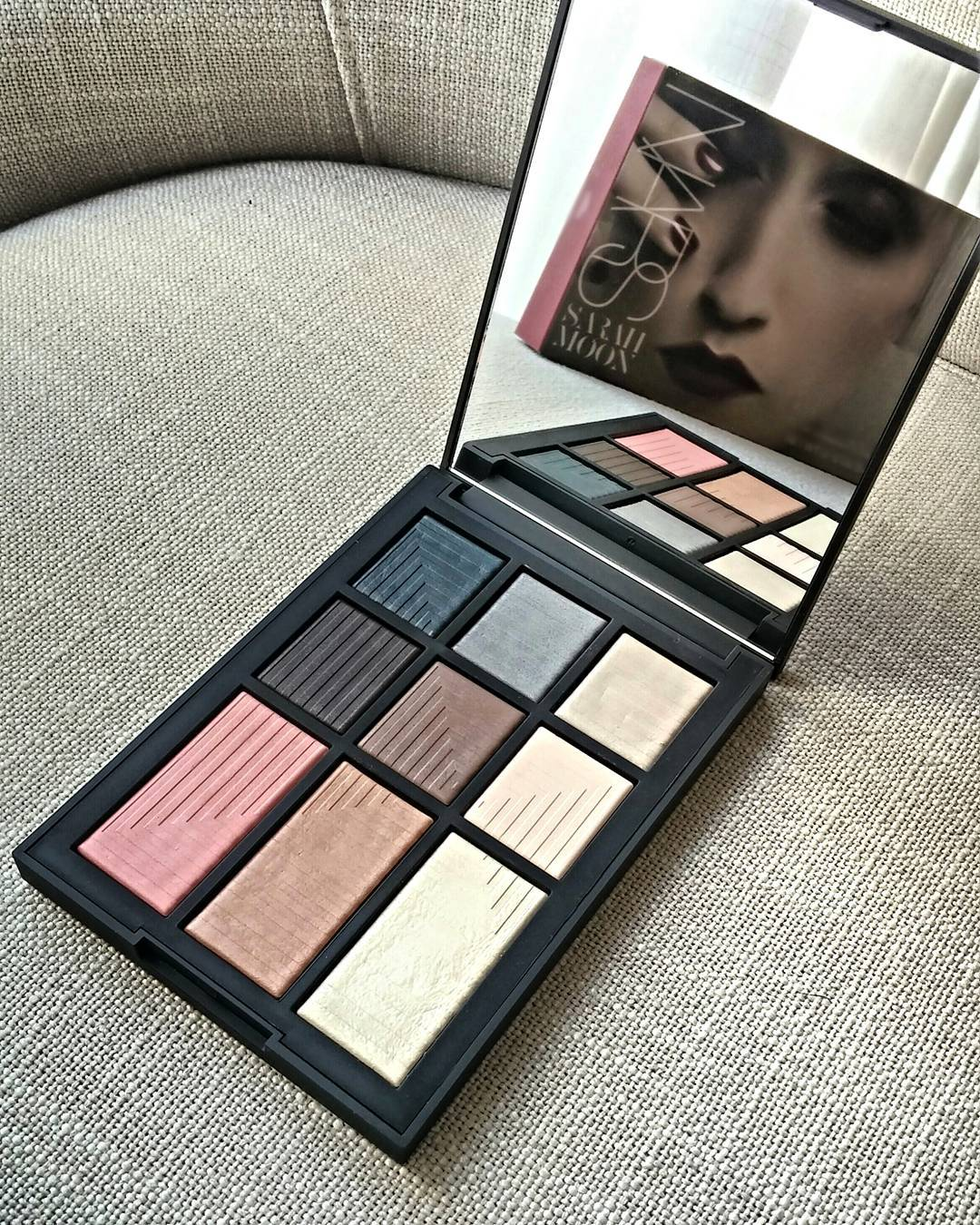 @sarah.moonofficial for @Narsissist limited edition holiday collection is just... *sigh* 😍 📷: Give In Take dual intensity eye&cheek palette exclusive to @sephoracanada