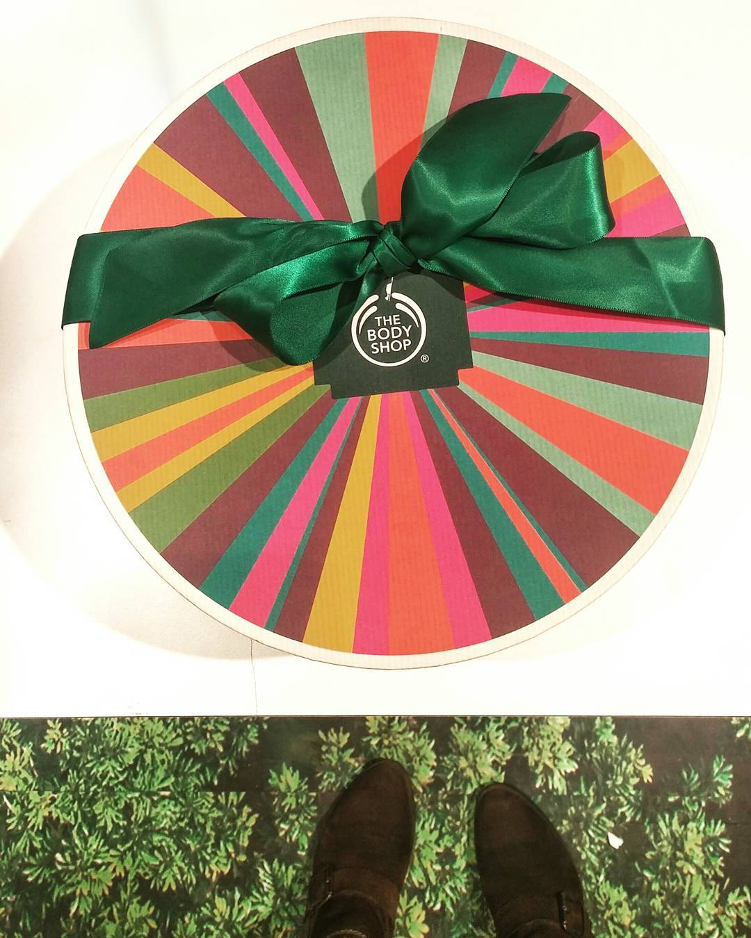 If you have yet to check out @thebodyshop for holiday gift giving, 🏃, don't 🚶 to check out the plethora or gift sets, limited editions and beautiful pkg'ing for everyone on your list! #JungleBells